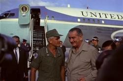 Tài liệu - Tướng Westmoreland định dùng vũ khí hạt nhân trong chiến tranh Việt Nam